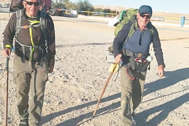 ILS FONT ALGER-TAMANRASSET À PIED:  Les deux marcheurs ont parcouru déjà 900 km en 23 jours