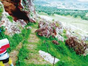 تضم أدوات حجرية أبهرت الباحثين الفرنسيين المطالبة بتصنيف مغارات «أوزيدان» بتلمسان ضمن المعالم الأثرية