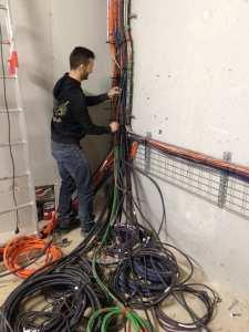 Azzi lotfi 2lectricien en batiment , travaux à domicile tel 07 76 18 28 71