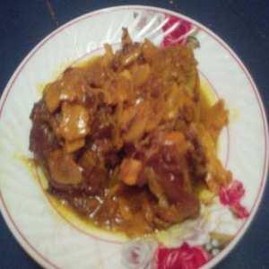 طبق لحم الغنمي بالفطر المعلب والبصل