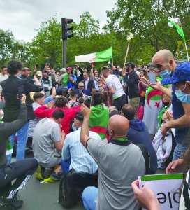 Planète (France) - Imposante marche à Paris à l'occasion du 5 juillet: Le hirak de la diaspora fête l'indépendance… et s'offre une démonstration de force!