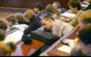 طالب في جامعة كولومبيا نام في محاضرة الرياضيات ، وبعدها نهض على صوت الطلبة لما انتهت المحاضرة ..