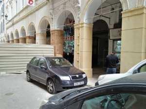 Alger - Place des martyrs, Bab Azzoun, front de mer…: Les piliers d'immeubles enfin restaurés