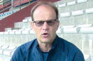 """Tizi Ouzou (Football) - DENIS LAVAGNE, ENTRAÎNEUR DE LA JSK: """"L'urgence est de préparer le match contre l'USMA"""""""