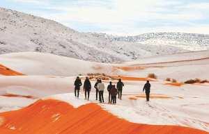 Aïn-Sefra (Naâma) - LA BAISSE DES TEMPÉRATURES A TOUCHÉ LE DÉSERT DU SAHARA: Les dunes recouvertes de neige