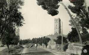 Tlemcen n'est-elle pas la ville de la tradition, la cité aux trente-trois minarets ?