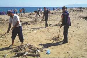 Mostaganem (Initiative citoyenne) - CAMPAGNE DE NETTOYAGE SUR LE LITTORAL: 150 sacs de déchets collectés