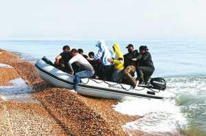 Planète (Europe) - 30 EMBARCATIONS DE HARRAGA DÉBARQUENT EN 48 HEURES À ALMERIA: Ruée vers l'Espagne