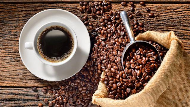 De Dubaï au Maroc : comment prépare-t-on et boit-on le café ?