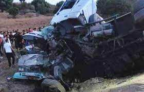 Beni Hmidane (Constantine) - Accident de la circulation: 18 morts et 11 blessés Collision bus-semi remorque