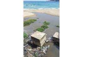Collo (Skikda) - Des citoyens barricadent le front de mer Pollution par l'oued Sial sur la plage