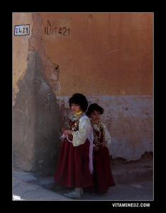 Fillettes mozabites avec tenues traditionnelles