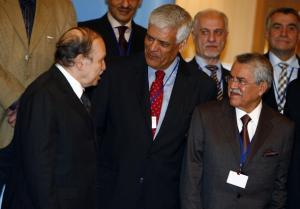 Saudi Oil Minister Ali al-Naimi (R) and OPEC Secretary