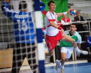 Poland's Lijewski Krysztof (C) shoots against Algeria next to