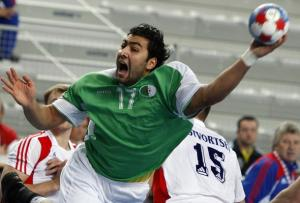 10966-algeria-s-abderrahim-berriah-attempts-to-score-next-to-russia-s.jpg