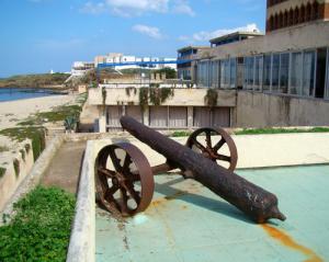 مدفع من العهد العثماني بساحل
