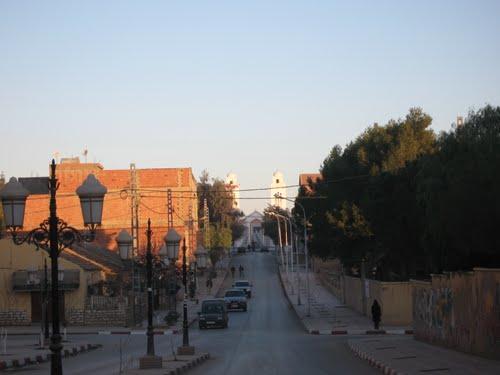 الشارع المؤدي إلى مسجد