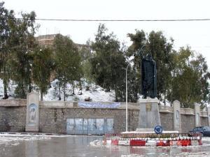 نصب تذكاري للشيخ المقراني بوسط مدينة برج بوعيريج