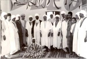 صورة قديمة لشيوخ بلدية طابية