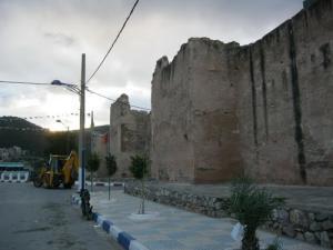 سور قديم بمدينة