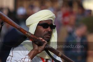Parade populaire de groupe folkloriques algériens aux cérémonies de clôture de Tlemcen capitale de la culture islamique 2011 (21/04/2012)