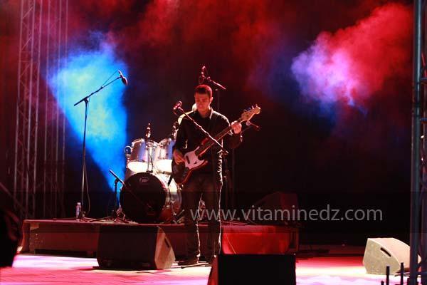Yanis chakib Aidja Guitare Solo du groupe Cam�l�on aux c�r�monies de cl�ture de Tlemcen capitale de la culture islamique 2011 (21/04/2012)