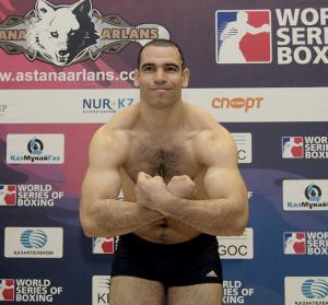 الملاكم الجزائري شعيب بولودنيات (فئة 91 كلغ)