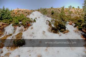 Cascades artificielles crées, par les rejets de la station de déssalement de Ouled Ayad, Région de Msirda T\'hata