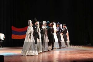 La troupe arménienne à la 8eme edition du festival international des danses populaires de Sidi Bel Abbes. Ici en visite à Tlemcen.