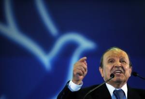 Algerian President Abdelaziz Bouteflika (R) delivers a speech during an