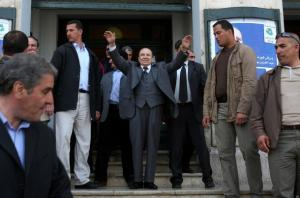 Algerian President Abdelaziz Bouteflika (C) is surrounded by his bodyguards