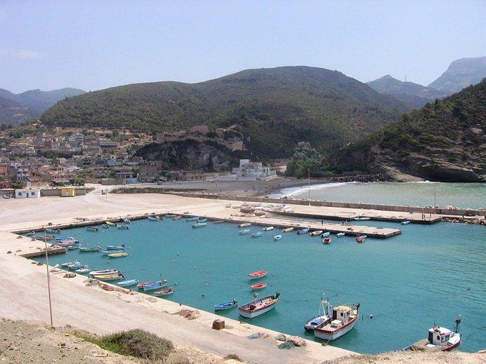 Tafsout, la ville, le port de pêche et la plage