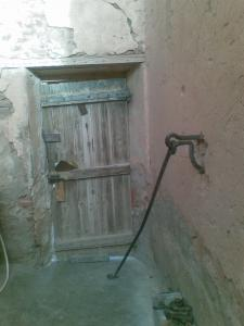 باب مسكن الحاج الدين بوسيف بمدينة بني ونيف