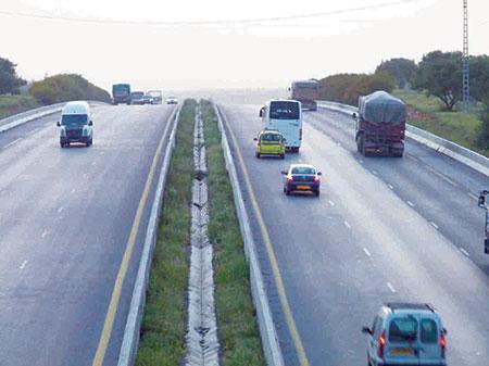 Aménagements contestés sur l'autoroute à Bouira: «On ne vend pas nos terres agricoles à 230 DA le mètre carré»