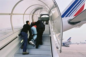 Près de 2.400 algériens expulsés de France en 2012