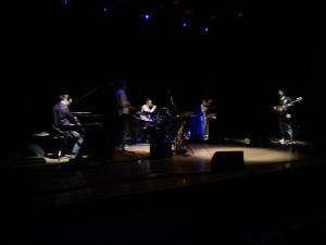 karim ziad avec son groupe l'ors du festifal internationale de la music djazz