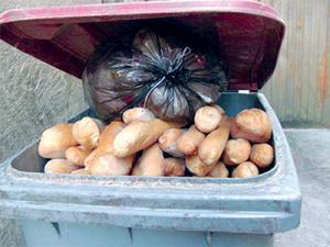 Oran - Gaspillages: Les poubelles débordent de pain