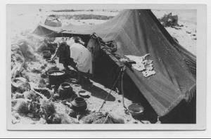 Titre d'origine : La tente-cuisine montée à l'occasion du repas cérémoniel donné à l'occasion de la fête des msamda