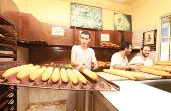 Tighennif - Les boulangers mettent la main � la p�te
