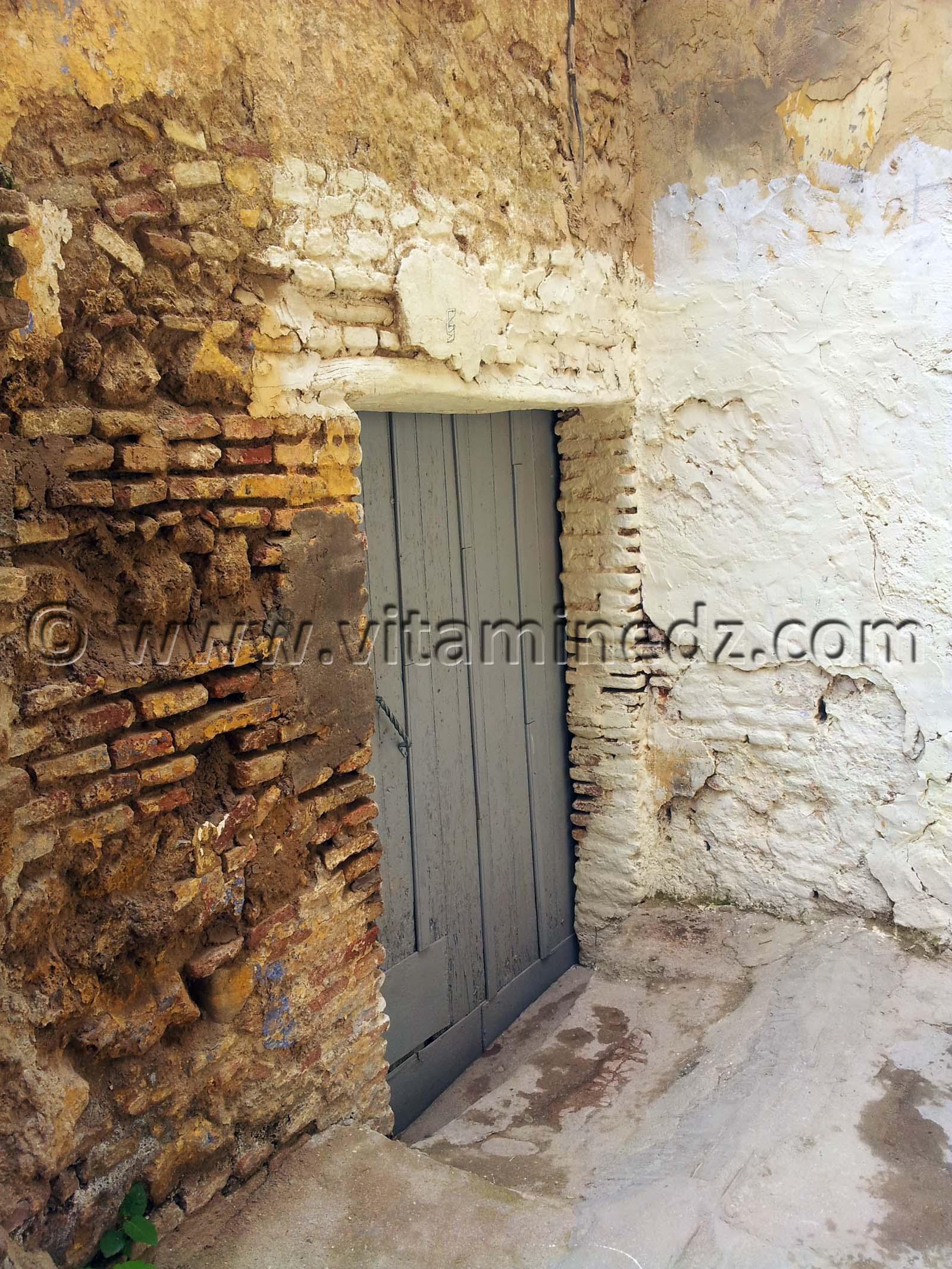 tlemcen porte ancienne maison rue ibn khamis et ses derbs riat benfares tlemcen. Black Bedroom Furniture Sets. Home Design Ideas