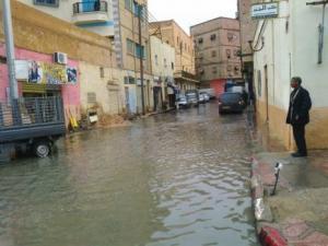 Biskra - Des avaloirs bouchés et des routes inondées