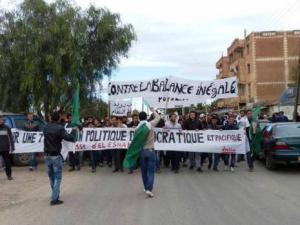 Marche des étudiants d'El Esnam (Bouira): «Mettre un terme à la corruption et faire dégager le système»