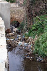 Pont ancien traversé par des égouts au vieux quartier de Tlemcen à Agadir
