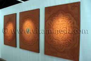 Décorations murales oualata Mauritanie Œuvres et Motifs De terre et d\'argile, réalisées lors de l\'expo Tlemcen 2011