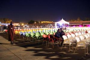 La culture selon Khalida Toumi ... chaises vides, populasse derrière les barrières