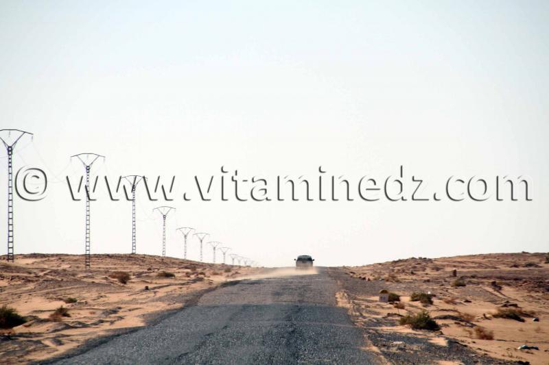 La travers�e de l'Erg Occidental sans 4X4 par la nouvelle route El Bnoud Tinerkouk, au beau milieu d'un oc�an de dunes