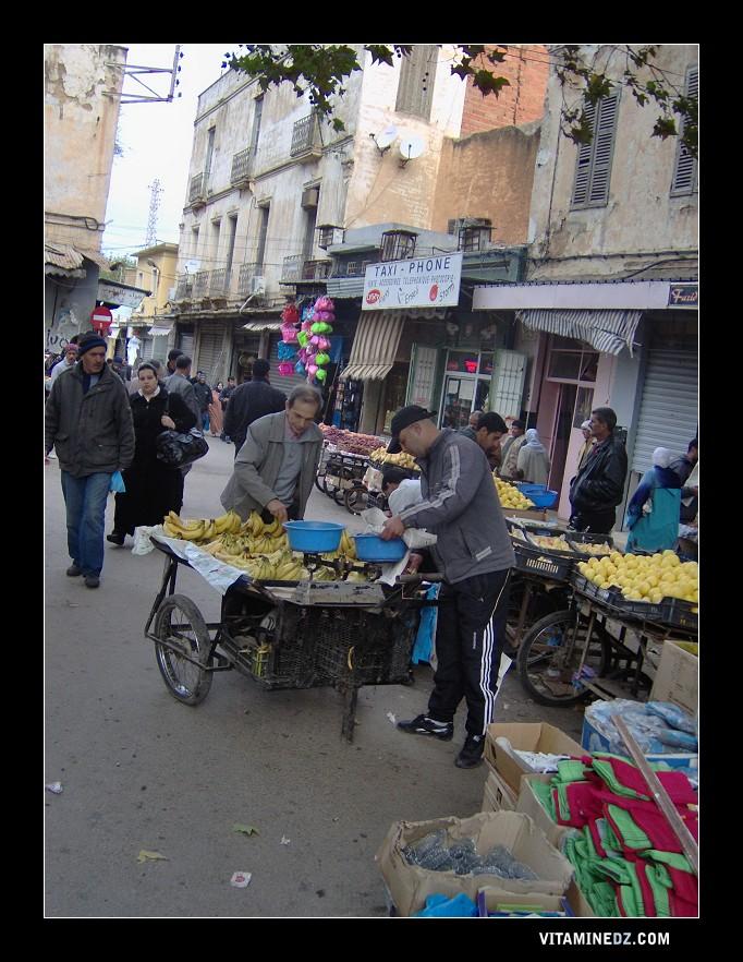 Souk El Ghzel, transformé en marché de fruits et toutes sortes de produits