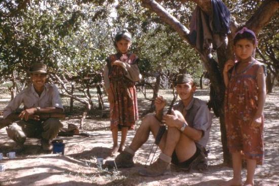 La vie au Commando Pause caf� dans la plaine du Boudeirhem face � la Tour Contr�le El hamma