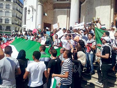 الجزائر العاصمة -المواطنين الجزائريين التعبير عن سخطهم: تجمع لدعم الشعب الفلسطيني