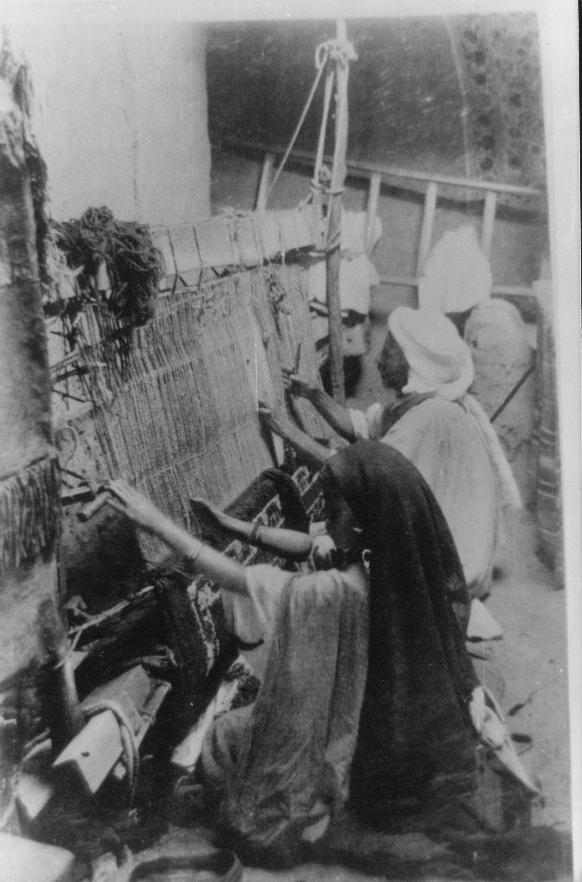 Artisans tlemcéniens XIXe-XXe siècles dans Art 191242-photo-ancienne-de-tlemcen-metier-a-tisser